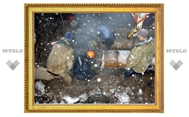 В Туле продолжается ремонт на месте прорыва трубы