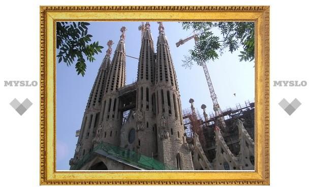 Бенедикта XVI пригласили освятить самое знаменитое творение Гауди
