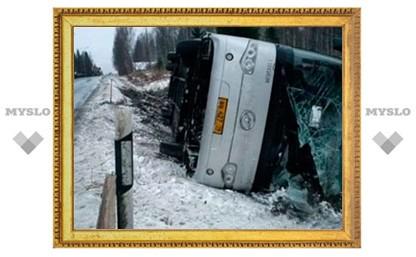 Под Тулой перевернулся автобус