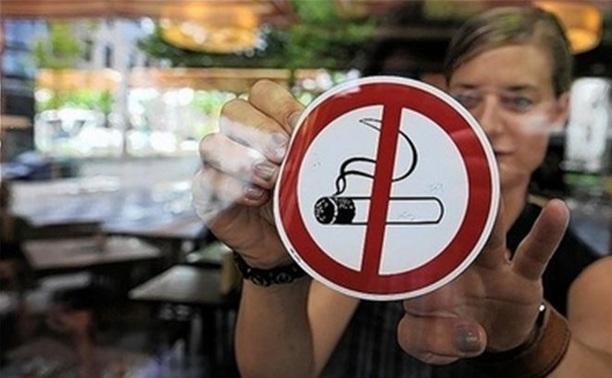В Госдуму внесли законопроект, разрешающий курение на террасах кафе