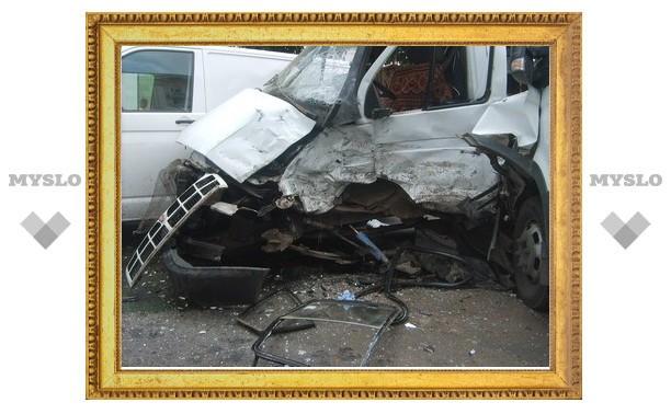 Под Тулой столкнулись три автомобиля
