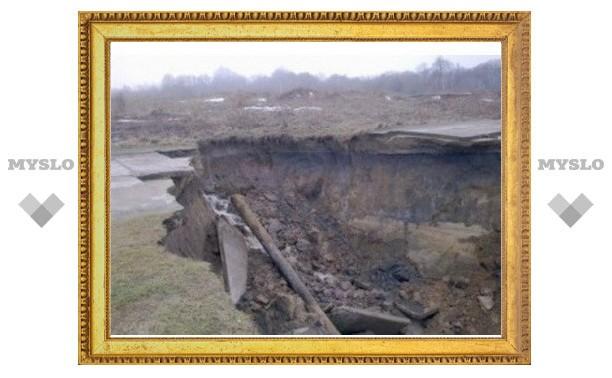 Несколько тульских деревень отрезано от мира обрушившейся дорогой