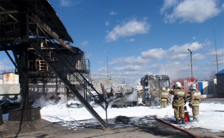 Во время пожара на бензовозе в Щёкино погиб оператор нефтебазы