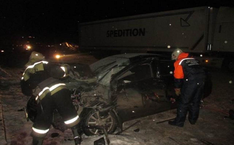 На М-4 «Дон» «Тойота» протаранила ларек и влетела под грузовик