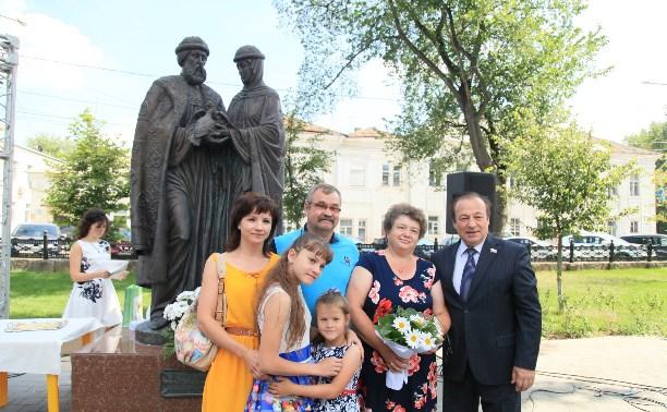 В День семьи, любви и верности Юрий Цкипури вручил медали пяти семейным парам