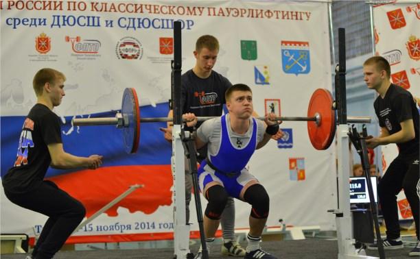 Тульские пауэрлифтеры установили рекорды России на родном помосте