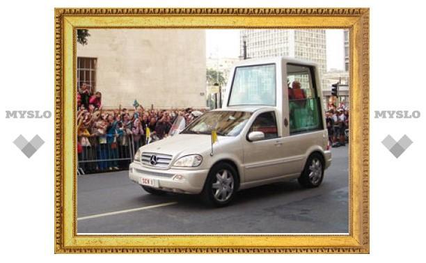 Во время выступления Папы Римского в Германии выстрелом ранили охранника
