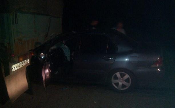 Два человека пострадали при столкновении легковушки и грузовика