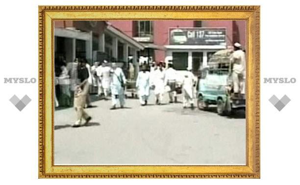 Пакистанский смертник совершил теракт в очереди за инвалидными колясками