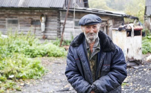 Жизнь на пепелище: пенсионер из Алексинского района остался без дома