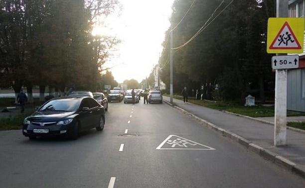 В Новомосковске сбили вышедшую из машины маленькую девочку