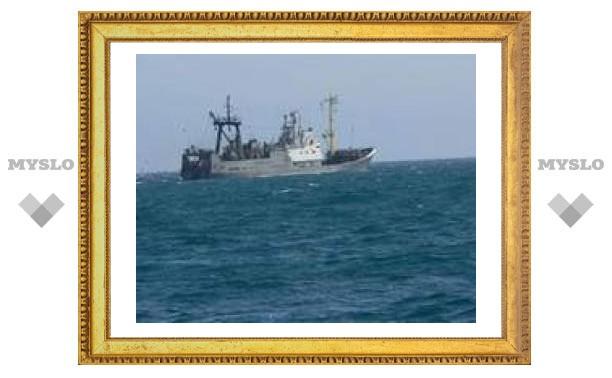 В Охотском море терпит бедствие российский траулер