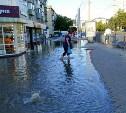 На Красноармейском проспекте в Туле канализационные нечистоты заливают тротуар: видео