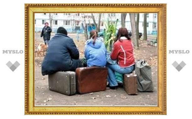 Под Тулой молодую семью выселили из дома за долги по кредитам