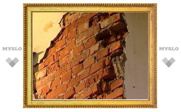 На рабочего птицефабрики под Тулой рухнула стена здания
