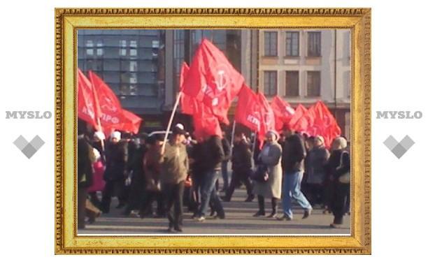 """Туляк заснял """"провокационные"""" голые задницы на митинге коммунистов"""
