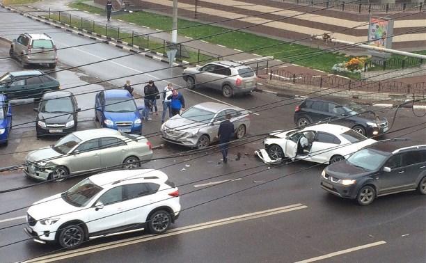 В Туле на улице Болдина произошла тройная авария