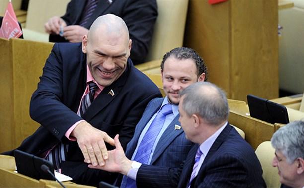 Депутаты и чиновники получили право на бесплатные лекарства