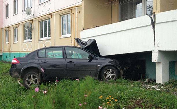 УМВД: В Веневе принимают решение о демонтаже пяти балконов дома, в который врезался автомобиль
