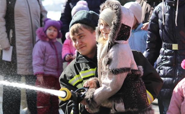 В Центральном парке спасатели провели акцию «Дети без опасности»