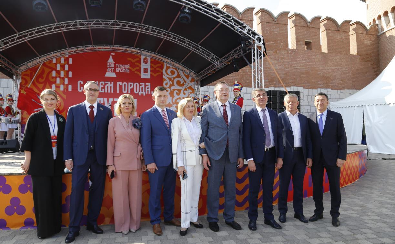 Дмитрий Миляев наградил выдающихся туляков в День города