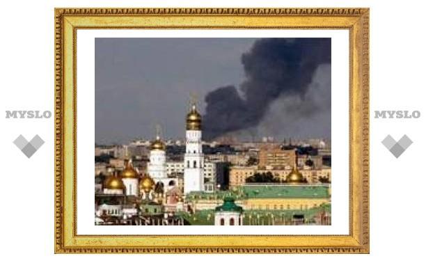 Пожар на востоке Москвы потушили поезда и вертолеты