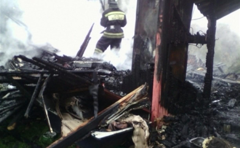 В Тульской области дотла сгорел дачный дом