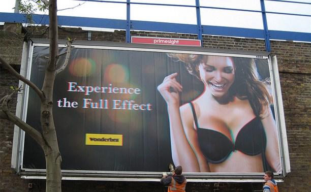 В России хотят запретить билборды с обнажёнными моделями