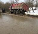В Щёкинском районе самосвал протаранил «Мерседес»