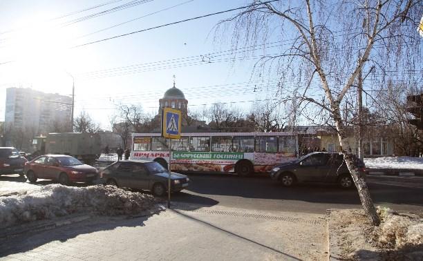 На перекрестке, где в ДТП с троллейбусом погиб ребенок, установили пешеходный светофор