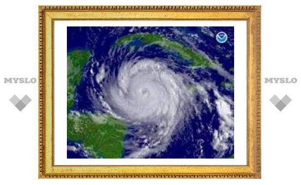 """Урагану """"Дин"""" присвоена высшая категория опасности"""