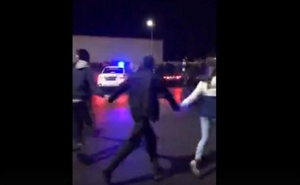 Ночью на парковке возле «Макси» туляки водили хоровод вокруг машины ДПС: видео