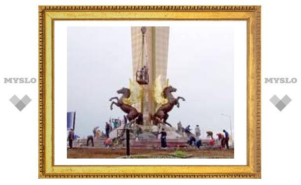 Туляк построил памятник в Казахстане
