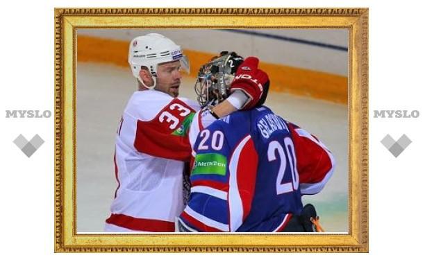 """Хоккеист """"Витязя"""" ударил вратаря"""