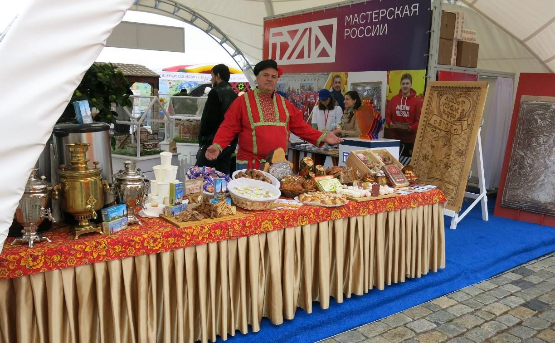 Туляки угостили гостей московского фестиваля «Самоварфест» пастилой и пряниками