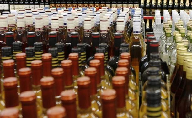 Туляк хранил возле дома более 17 тысяч бутылок левого алкоголя