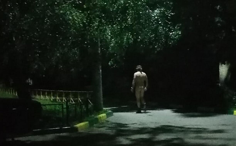 Терминатор уже не тот? В Туле ночью разгуливал голый мужчина с повязкой на глазах