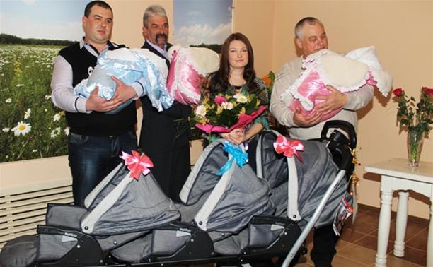 Тульской семье, в которой родилась тройня, подарили 4 миллиона
