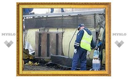 Под Тулой опрокинулась пивная цистерна