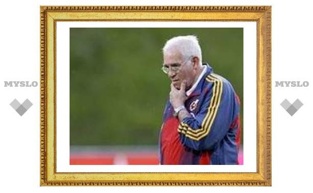 Тренер сборной Испании по футболу попросил подыскать ему замену