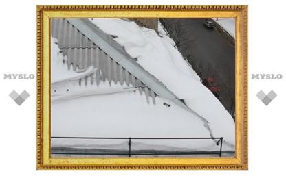 Тульские коммунальщики не хотят счищать лед с крыш?