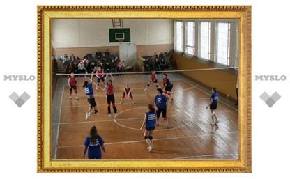 Тулячки в честь 8 Марта сыграли в волейбол
