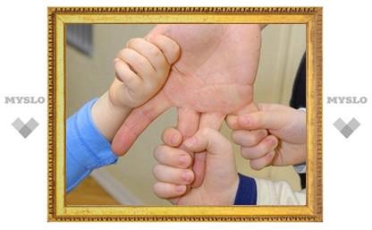Тульские приставы поздравили детей