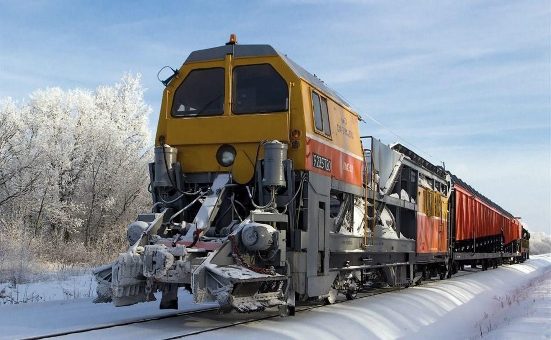 В Тульской области на железной дороге работает снегоуборочный поезд