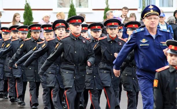 Воспитанникам Суворовского училища вручили удостоверения
