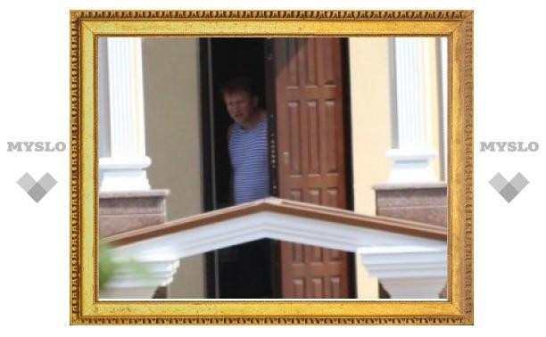 Бывший тульский губернатор прячется в Хомяково
