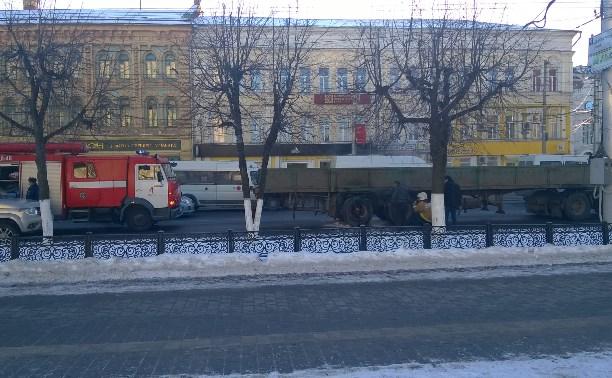 На ул. Советской у фуры взорвалось заднее колесо