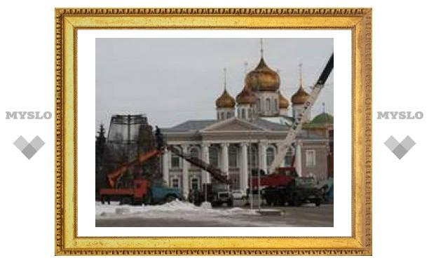 С площади Ленина убрали елку