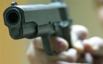 Туляк открыл стрельбу в магазине и бросил гранату во двор соседа