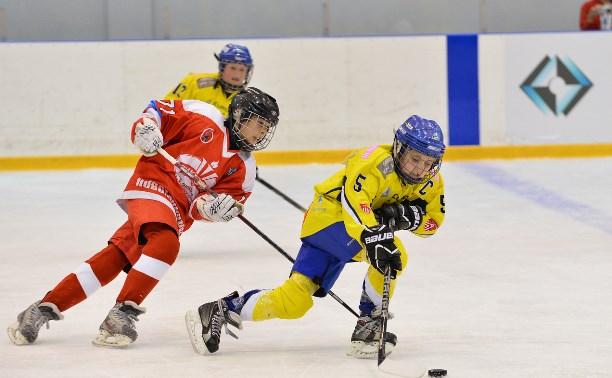 В Новомосковске стартовал международный хоккейный турнир